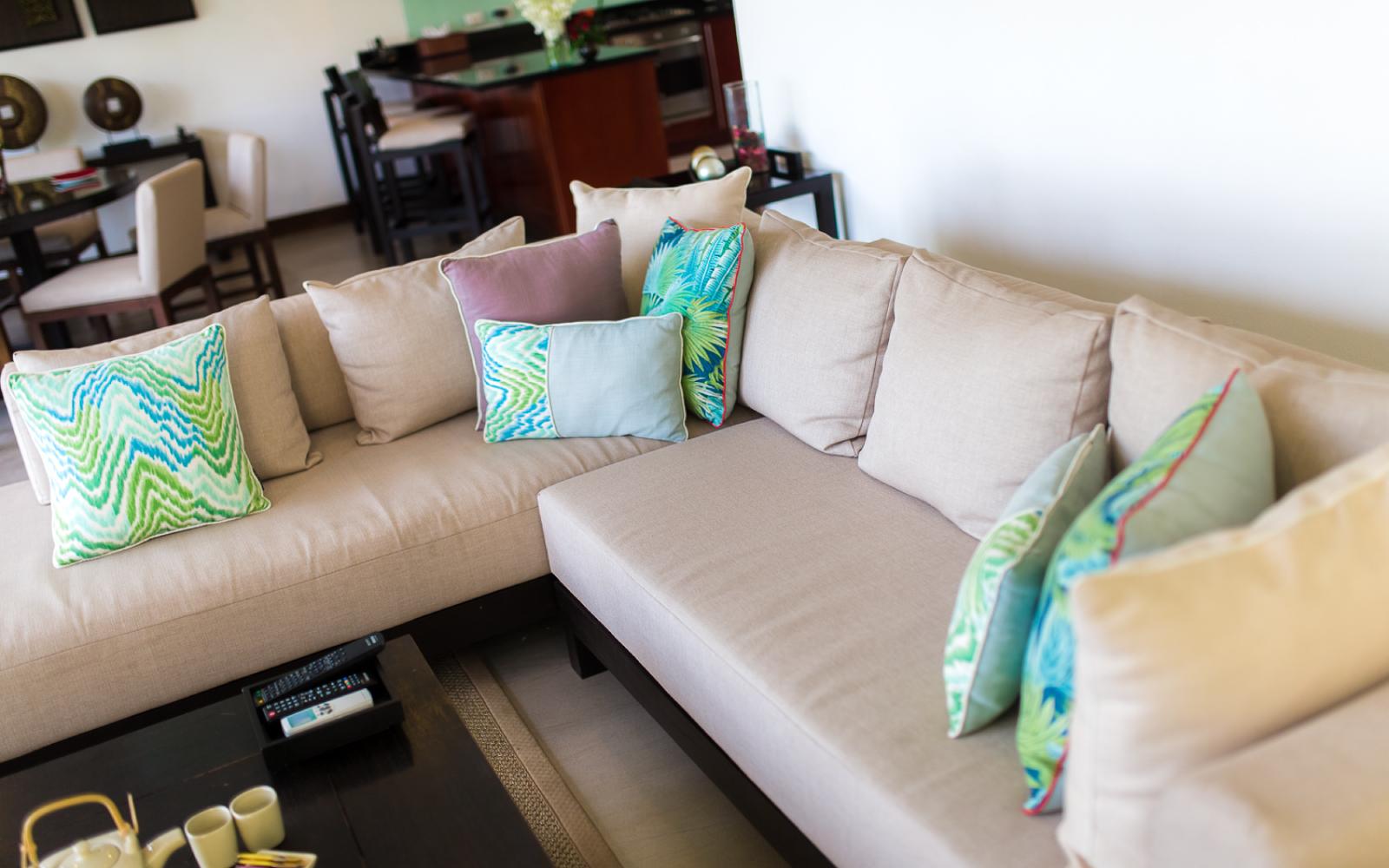 Kanda-Balcony-Pool-Villa_Living-Room