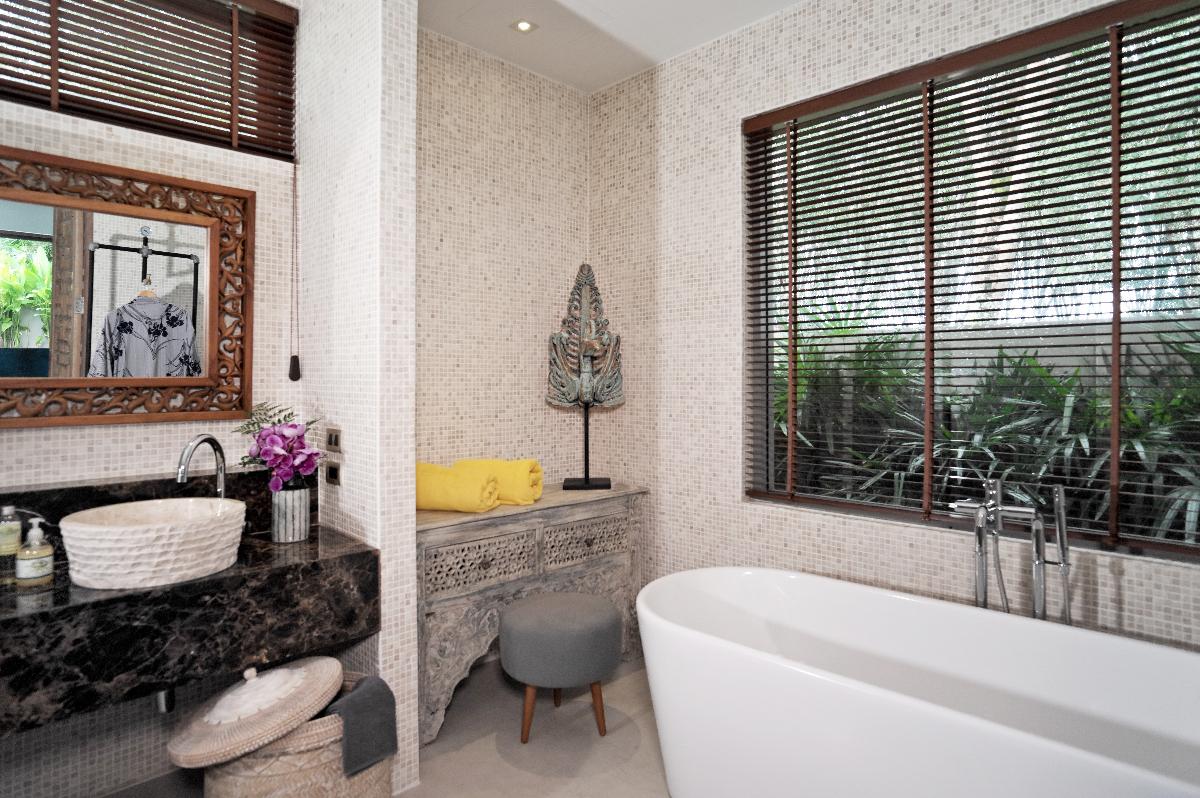 Mandarin-Villa_Master bathroom